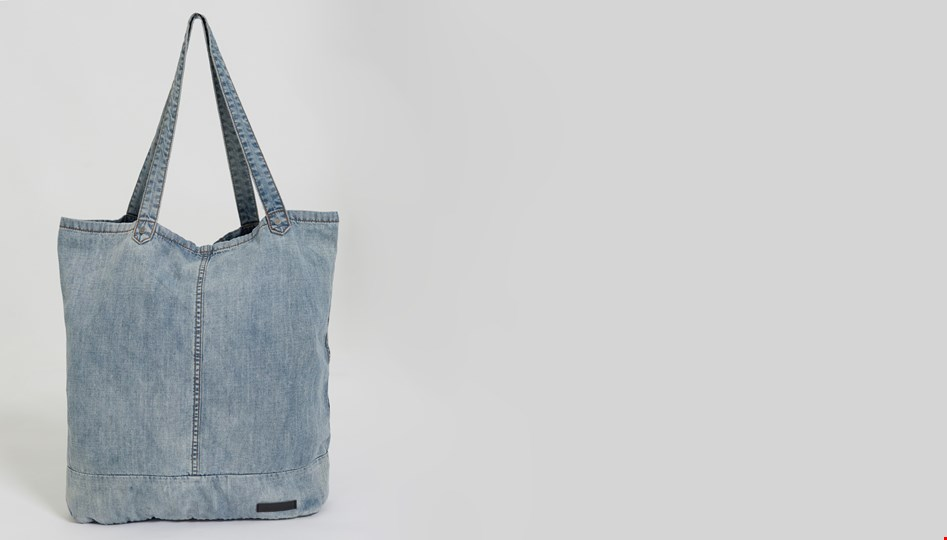BLUE JACK CHAMBRAY BEACH TOTE BAG